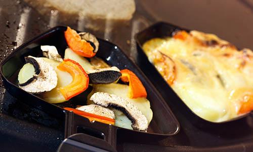 was braucht man f r das perfekte raclette raclette. Black Bedroom Furniture Sets. Home Design Ideas